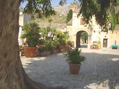 Sicily_courtyard