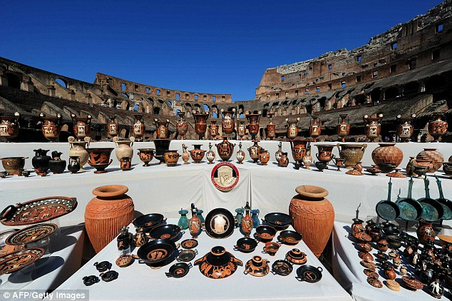 Over 5000 ancient artefacts seized by Italian police | Roman pottery vases frescos statues jewellery relics archaeological finds discoveries | Displayed to the public art galleries museums | Culture art history | Essential Italy luxury self-catering accommodation apartments villas hotels | Tuscany Abruzzo Umbria Puglia Sardinia Sicily | holidays breaks trips for families couples |
