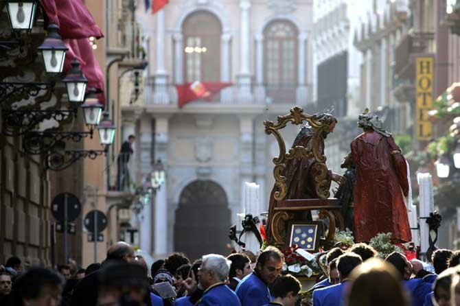 Festivals carnivals street celebrations art music dance processions Misteri di Trapani   Things to see and do free activities in Sicily   Essential Italy luxury self-catering accommodation apartments villas hotels   Holidays breaks getaways families couples   Book online Sardinia Tuscany Umbria Puglia Abruzzo
