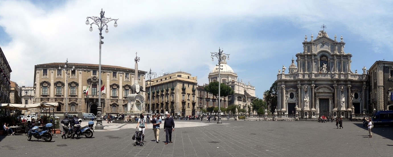 Catania Piazza del Duomo near our boutique hotels in Sicily Essential Italy