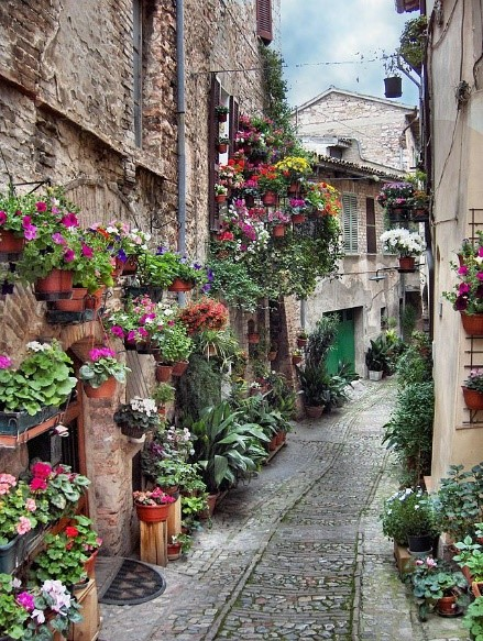 Spello ancient town to explore on our Umbria villa holidays Essential Italy