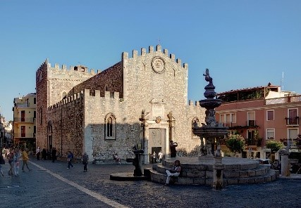 Piazza del Duomo in Taormina, near our Sicily hotels
