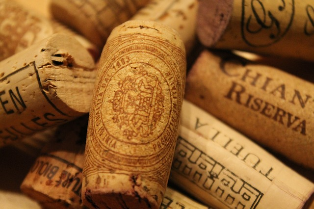 A picture of Chianti corks.