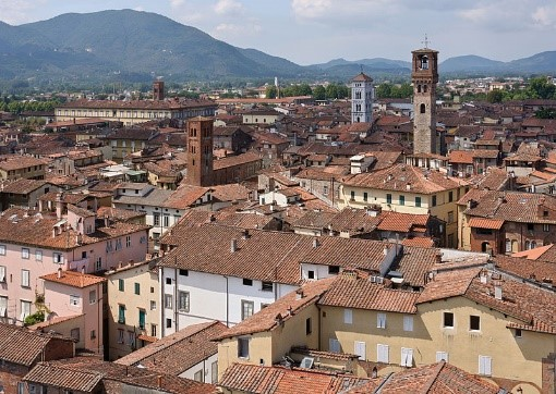 Visit the town of Lucca on your Tuscany holidays