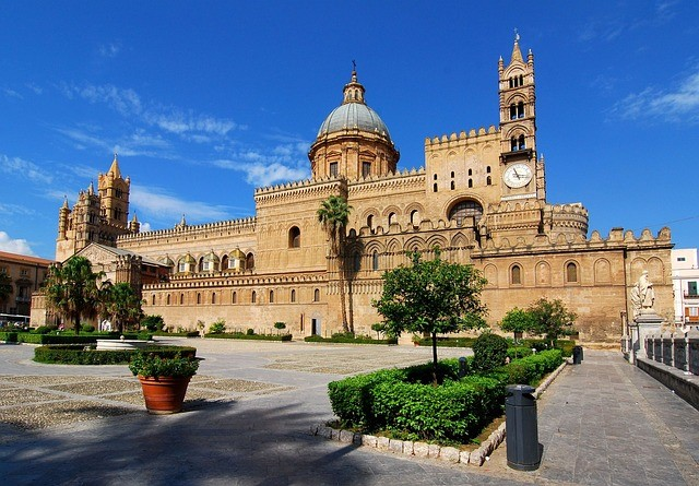 Visit the bustling city of Palermo on your Sicily holidays