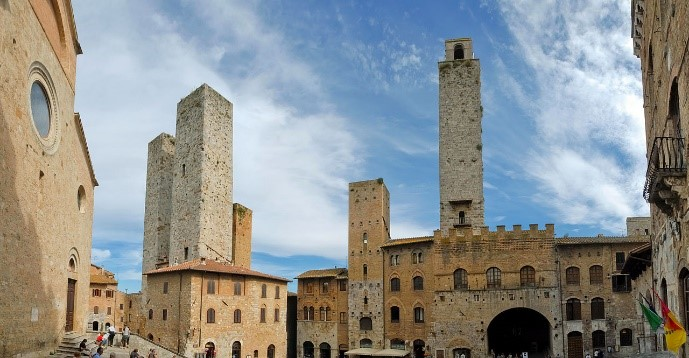 Stay in our Italy villas near the medieval towers of San Gimignano, Tuscany