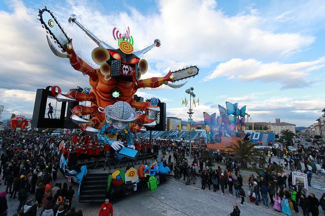Visit one of Italy's best carnivals, the Viareggio Carnevale, near our villas in Tuscany