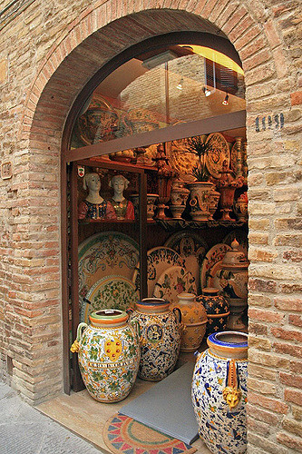 Ceramic pots for sale in a shop near our Tuscan villas