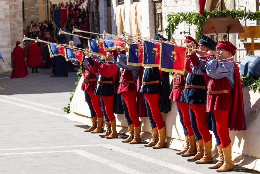 Calendimaggio Festival in Assisi near our villas in Umbria