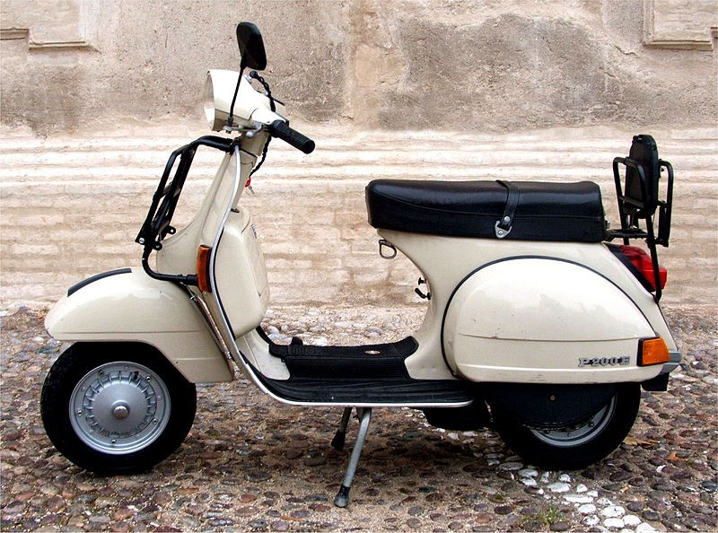 Vespa celebrates its 70th anniversary near our luxury villas in Tuscany