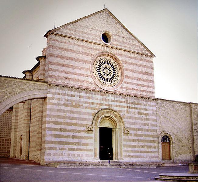 Basilica di Santa Chiara, Assisi, churches and cathedrals near our villas Umbria