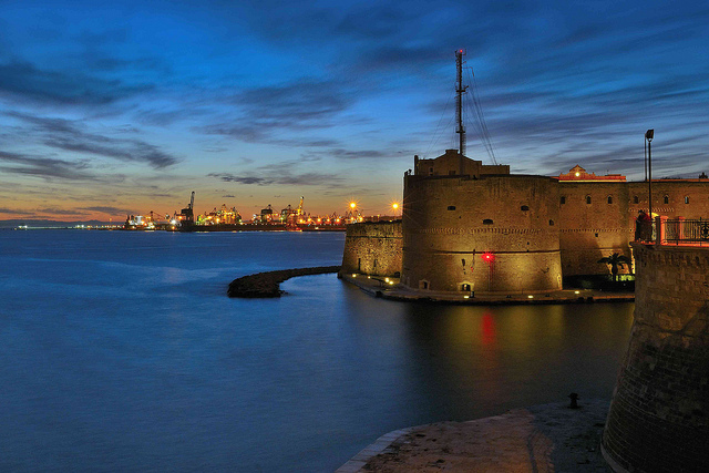 The castle of Taranto – see this on your holidays to Puglia
