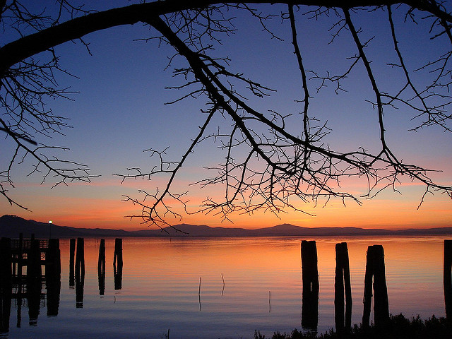 Lake Trasimeno in Umbria, another option besides our Le Marche villa holidays