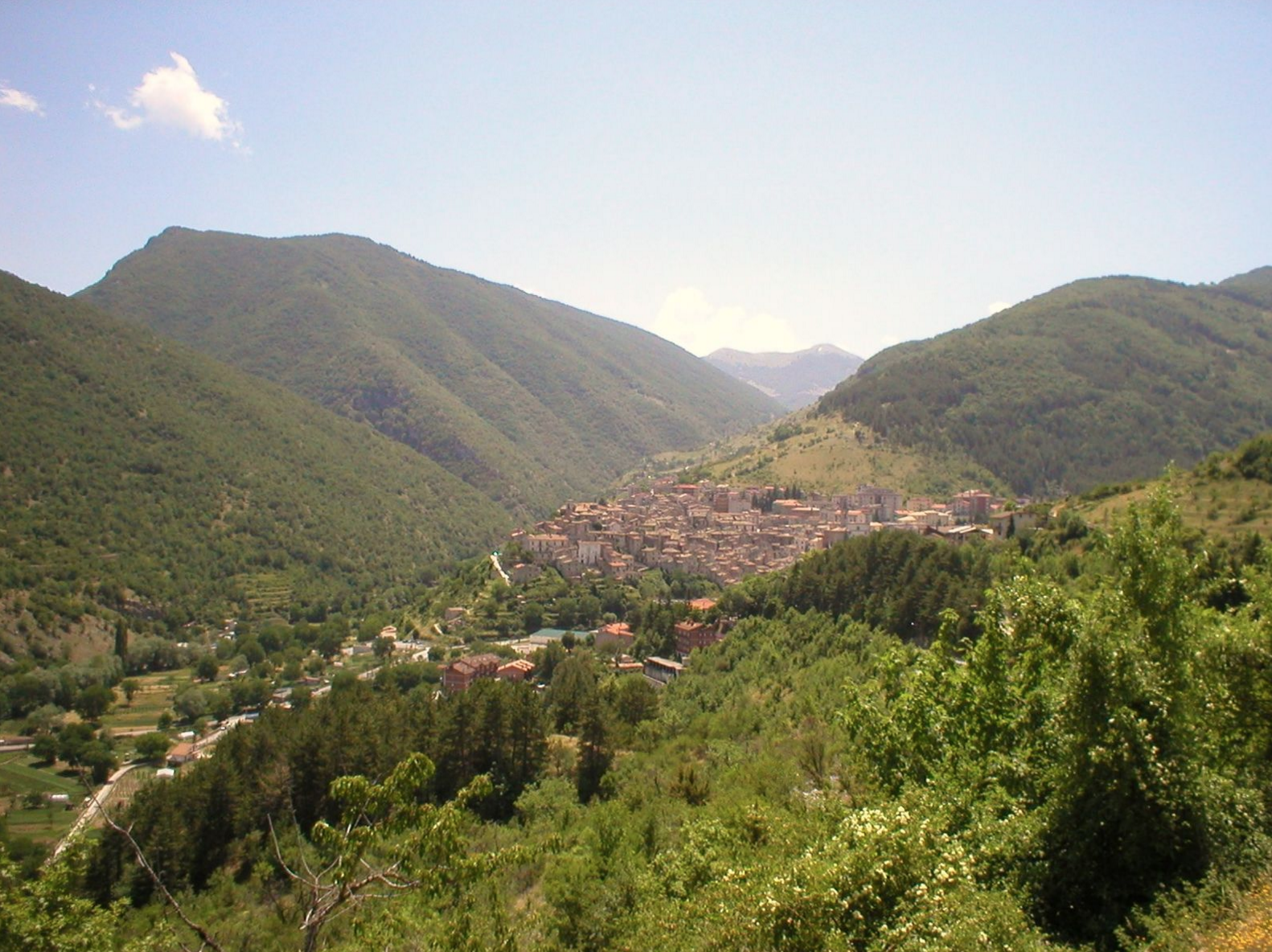 hill views on your Abruzzo holidays