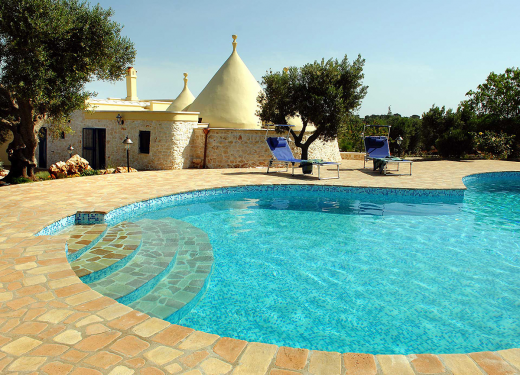 villas in italy include villas with pools.
