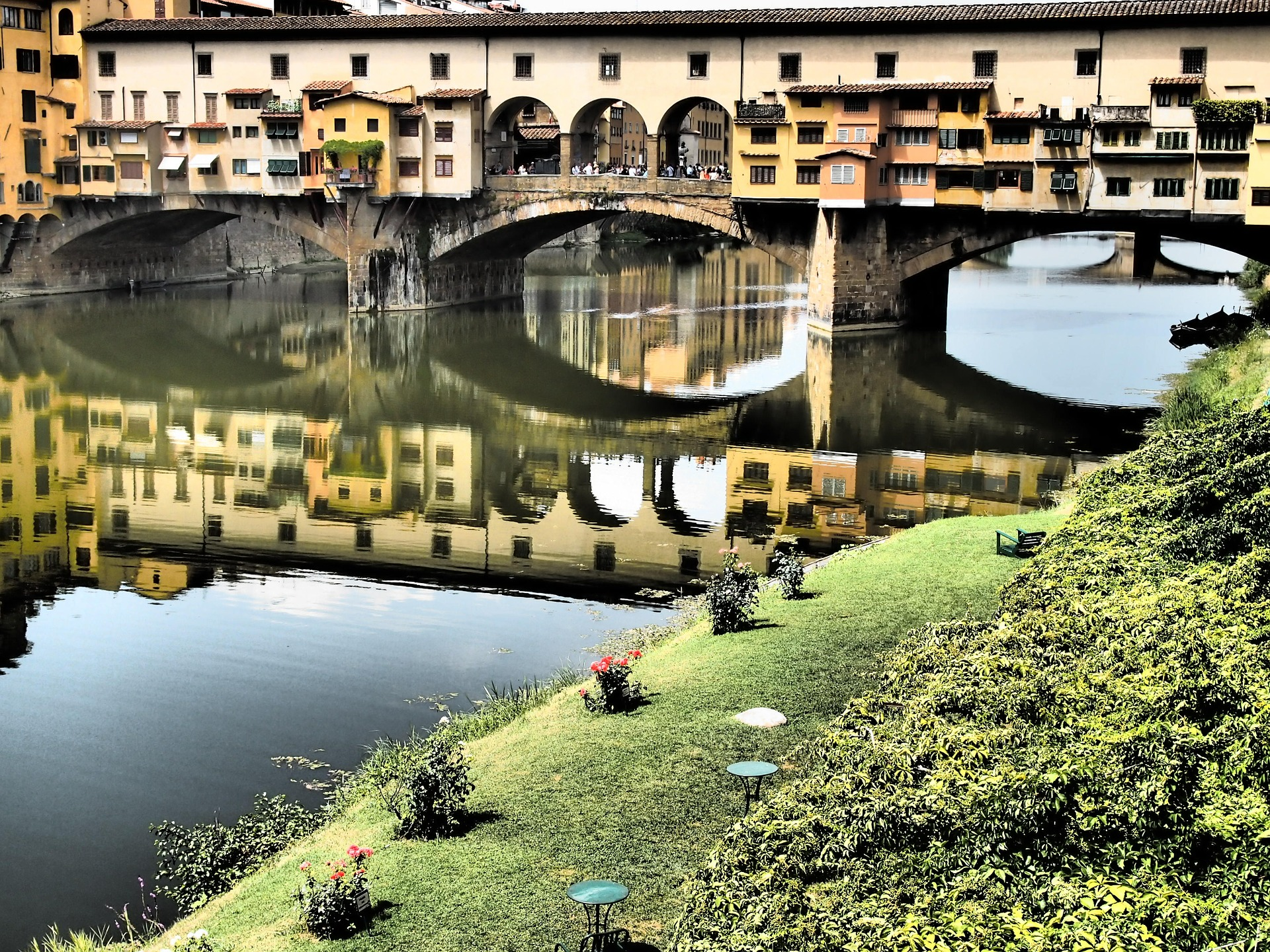 the Arno river and Ponte Vecchio bridge