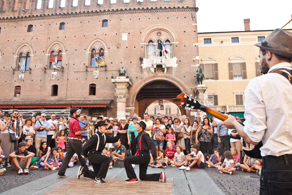 Street buskers performing at Ferrara Buskers Festival in 2013