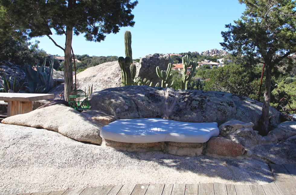 An image from one of our luxury villas with a pool in Sardinia