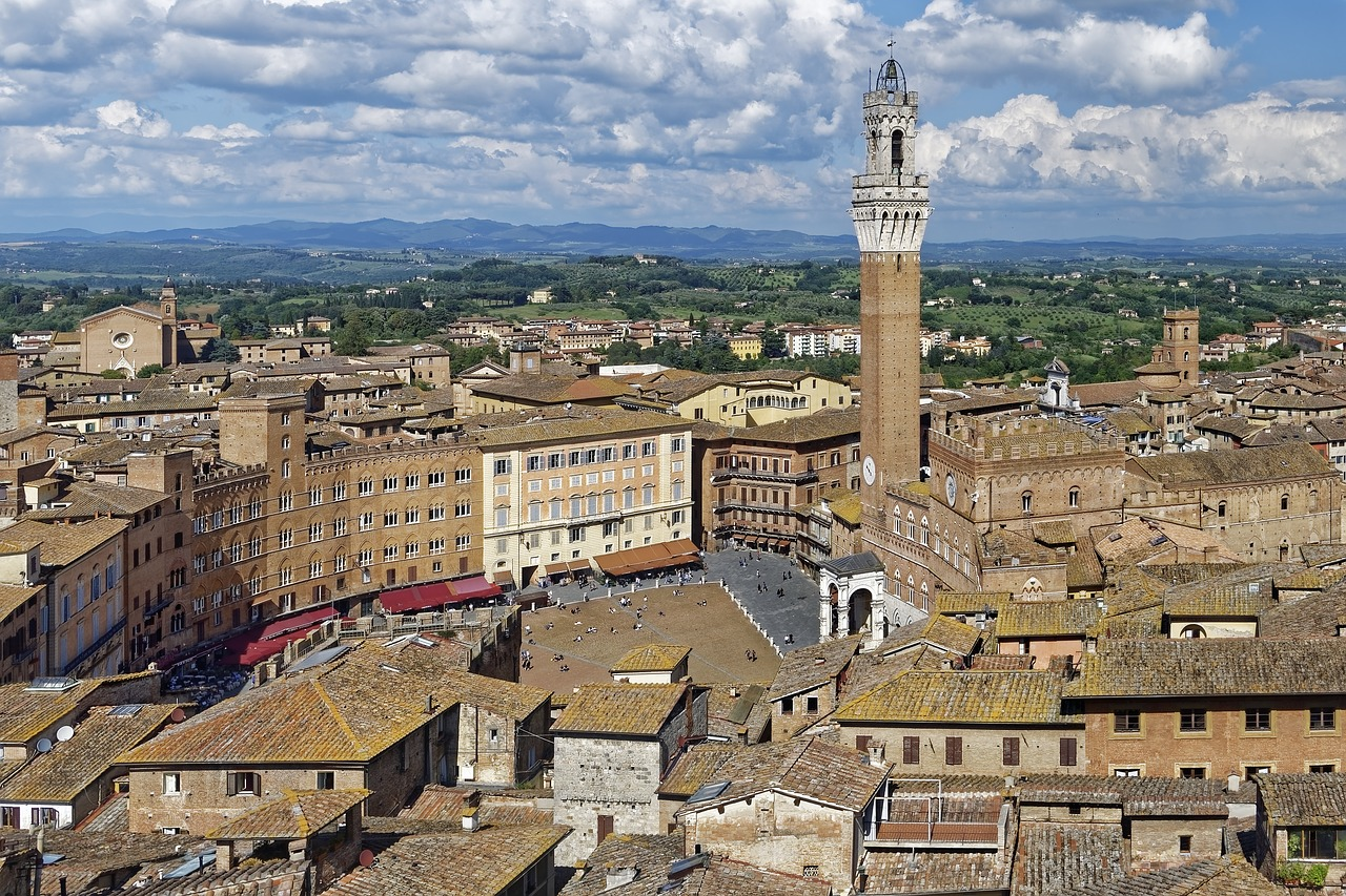The famous Piazza del Campo in the centre of Siena