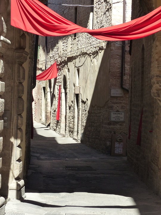 The narrow, winding streets of Spello