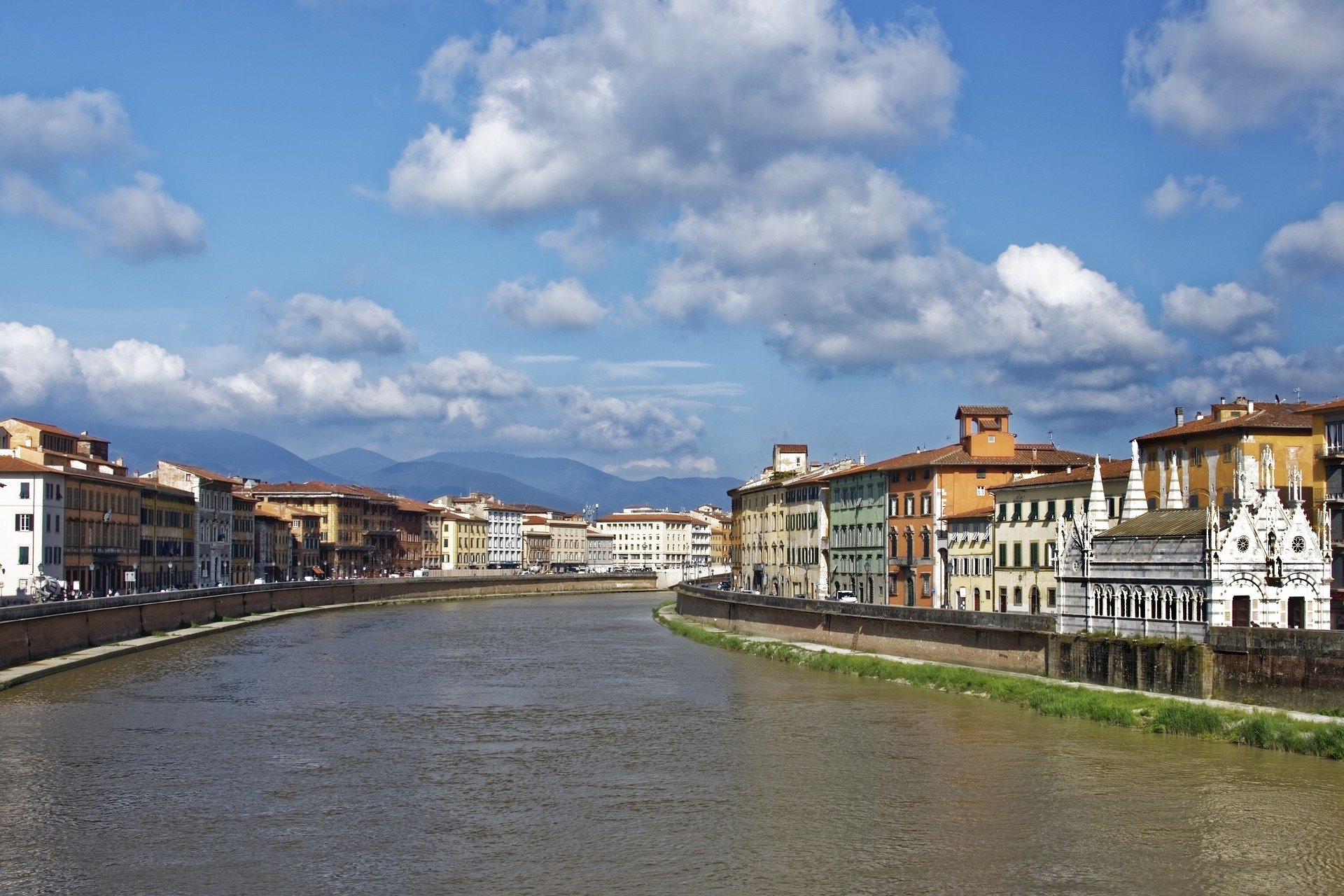 The riverside of Pisa.