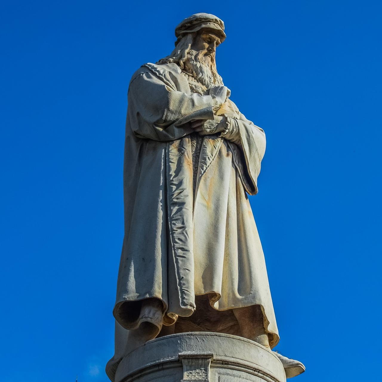 Statue of Leonardo Da Vinci.