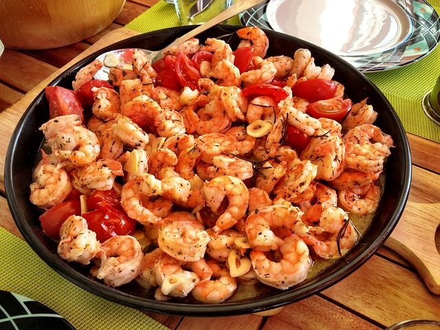 Dish of spicy looking prawns.
