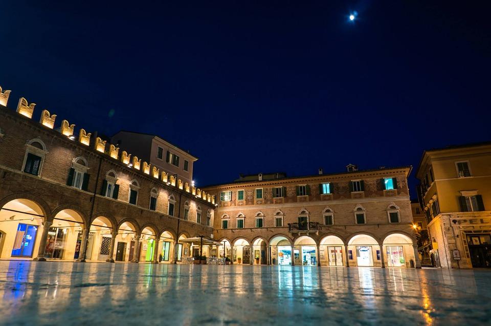 Night in Piazza del Popolo in Ascoli Piceno, Le Marche